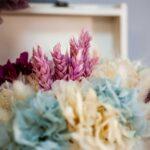 baúl Louna con flores preservadas, detalle para regalar
