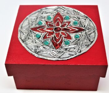 tinzzalo - que ofrecemos - cumpleanos - caja de tes pintada y trabajada en estano